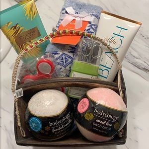 RELAXATION GIFT BASKET! EVERYTHING IS NEW W TAGS!!